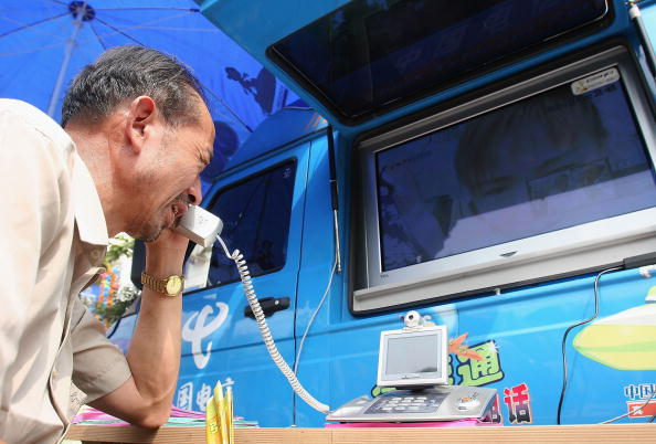 Parent「Special Video Phones Provided For Migrant Workers And Their Families」:写真・画像(19)[壁紙.com]
