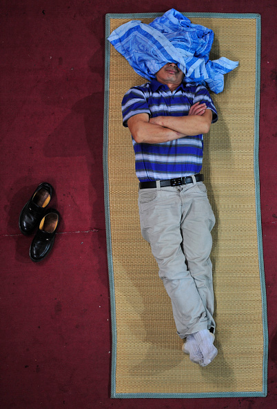 New「Freshmen Parents Sleep In University Gymnasium」:写真・画像(1)[壁紙.com]