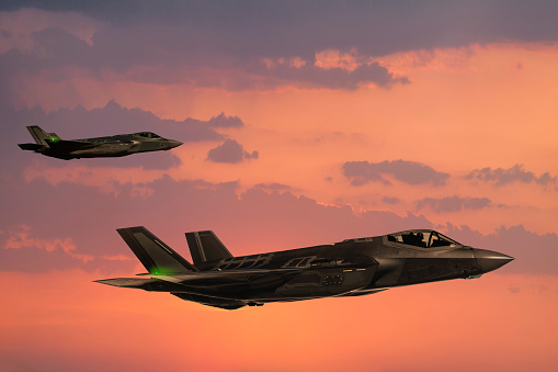 Fighter Plane「F-35 Fıghter Jets in flight at sunset」:スマホ壁紙(14)