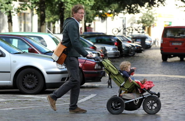 Baby Carriage「Germany Debates Expanding Parental Leave」:写真・画像(3)[壁紙.com]