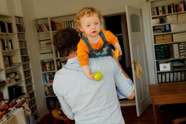 Parent「Germany Debates Expanding Parental Leave」:写真・画像(11)[壁紙.com]