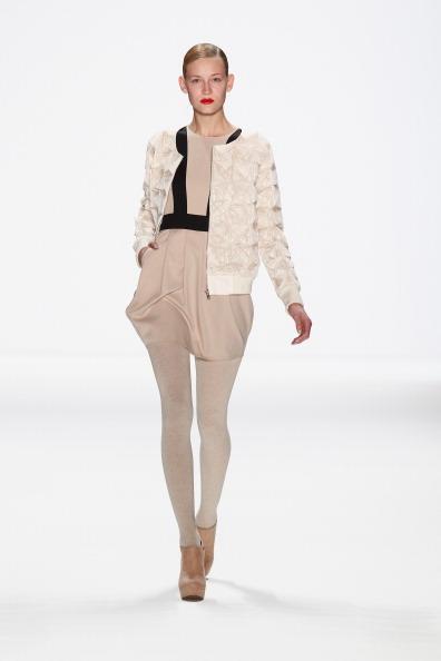 White Jacket「Marcel Ostertag Show - Mercedes-Benz Fashion Week Autumn/Winter 2014/15」:写真・画像(9)[壁紙.com]