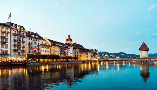Saturated Color「View of Chapel Bridge on River Reuss with Lucerne city skyline at sunset in Switzerland」:スマホ壁紙(5)