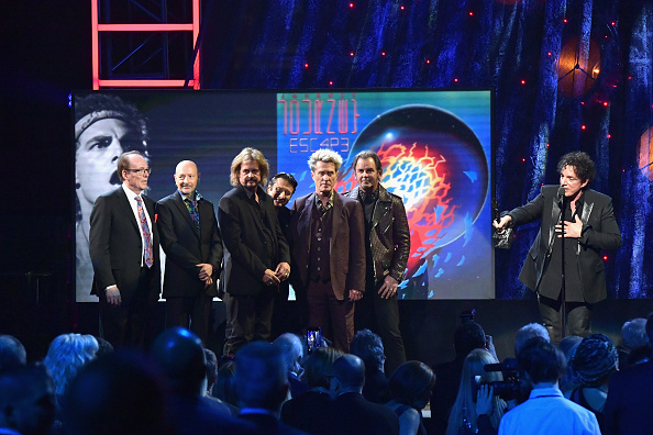 Neal Schon「32nd Annual Rock & Roll Hall Of Fame Induction Ceremony - Show」:写真・画像(17)[壁紙.com]