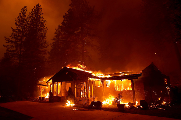 Forest Fire「Rapidly-Spreading Wildfire In California's Butte County Prompts Evacuations」:写真・画像(13)[壁紙.com]