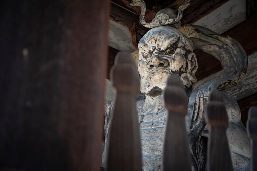 Focus On Background「Weathered statue ofKongorikishiguardian」:スマホ壁紙(15)
