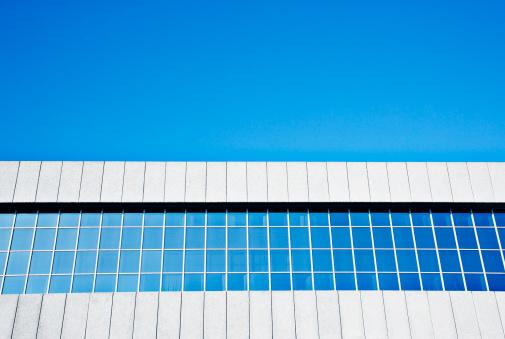 Well-dressed「Row of building windows against blue sky」:スマホ壁紙(12)