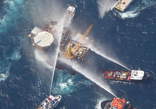 Exploding「Oil Rig Explodes In The Gulf Of Mexico」:写真・画像(5)[壁紙.com]