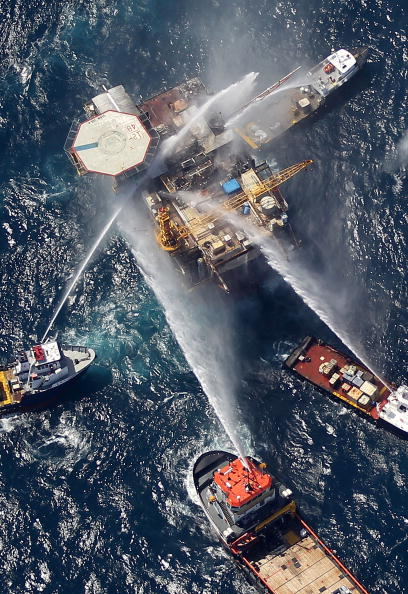 Gulf of Mexico「Oil Rig Explodes In The Gulf Of Mexico」:写真・画像(12)[壁紙.com]