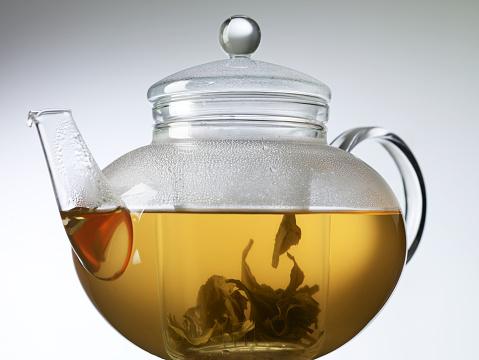 Teapot「Infusing gunpowder tea in a glass teapot」:スマホ壁紙(19)