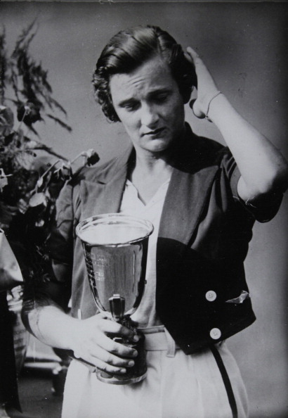 Crockery「Tennis. Helen Jacobs As The New American Tennis Champion With The Winner'S Cup At The American Women'S Championships. About 1935. Photograph.」:写真・画像(5)[壁紙.com]