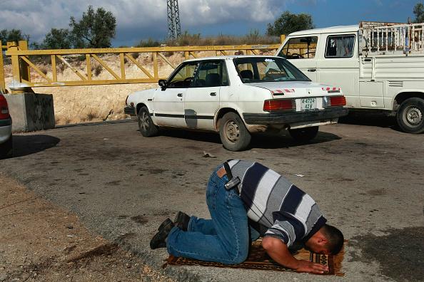 Waiting「Humanitarian Aid Groups Tackle Palestinian Water Crisis」:写真・画像(1)[壁紙.com]