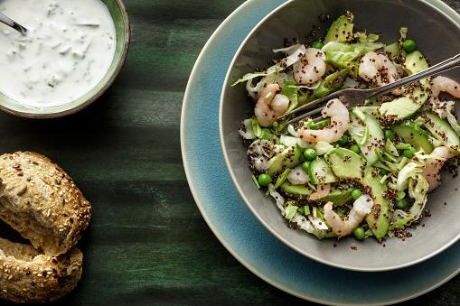 Quinoa「Salads: Quinoa Salad with Shrimps, Avocado, Iceberg Lettuce, Peas and Chives」:スマホ壁紙(7)