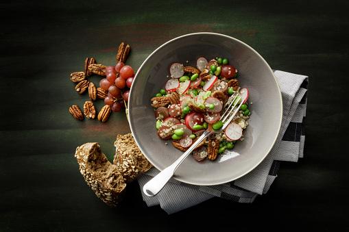 Quinoa「Salads: Quinoa Salad with Radish, Grape, Soy Beans and Pecan Nuts」:スマホ壁紙(4)