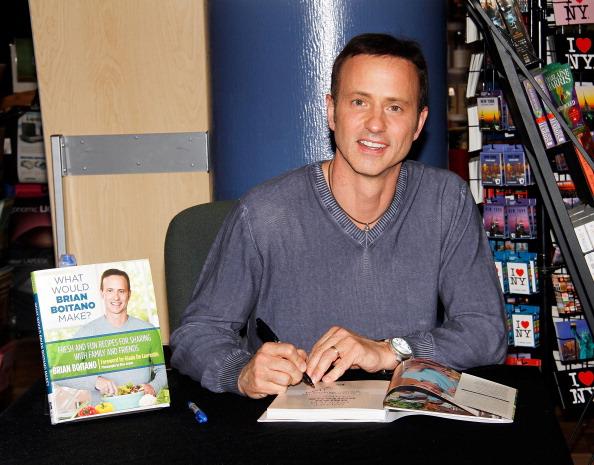 """Brian Boitano「Brian Boitano Signs Copies Of His Book """"What Would Brian Boitano Make?""""」:写真・画像(11)[壁紙.com]"""