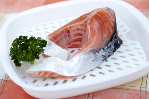 Griddle「Raw scottish salmon collar on microwave dish」:スマホ壁紙(18)