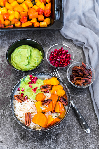 Pecan「Bowl of autumnal salad with carrots, pumpkin, sweet potatoes, pecan, guacamole, pomegranate and rice」:スマホ壁紙(19)
