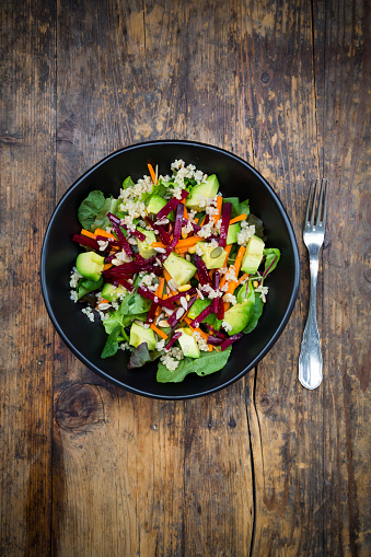 Quinoa「Bowl of autumnal salad with lettuce, carrots, avocado, beetroot, pumpkin and sunflower seeds, pomegranate and quinoa」:スマホ壁紙(19)