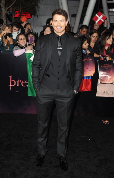 """One Man Only「Premiere Of Summit Entertainment's """"The Twilight Saga: Breaking Dawn - Part 1"""" - Arrivals」:写真・画像(18)[壁紙.com]"""