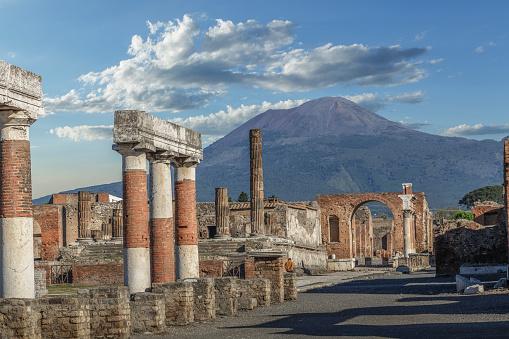 Active Volcano「Pompei ruins and the Mt. Vesuvius」:スマホ壁紙(11)