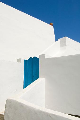 Panarea「Whitewashed House with Blue Doors at Gate」:スマホ壁紙(6)