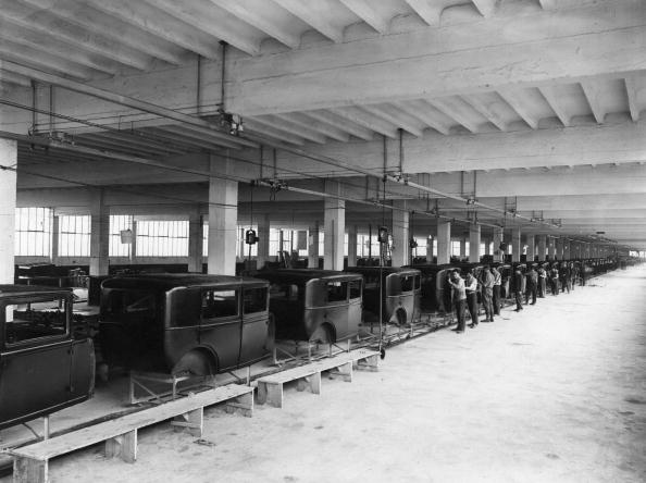 In A Row「Assembly Line」:写真・画像(1)[壁紙.com]