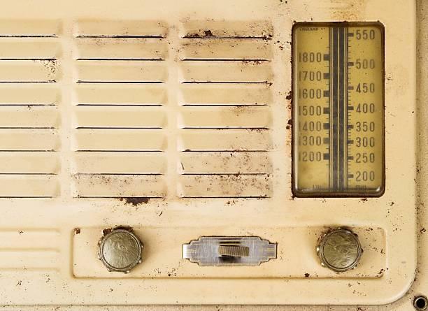 Old Grungy Valve Radio Close Up:スマホ壁紙(壁紙.com)