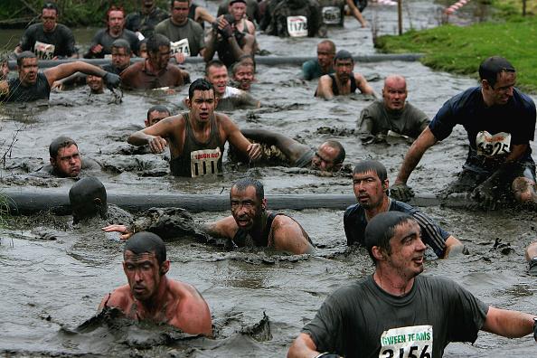 Clive Brunskill「GBR: Competitors Participate In The Tough Guy Challenge 2004」:写真・画像(4)[壁紙.com]
