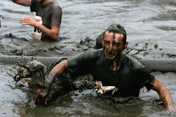 Clive Brunskill「GBR: Competitors Participate In The Tough Guy Challenge 2004」:写真・画像(7)[壁紙.com]