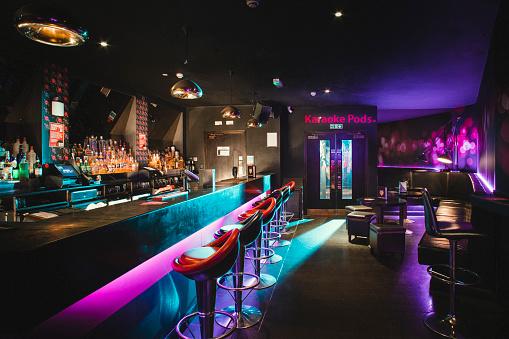 Pub「Empty shot of nightclub」:スマホ壁紙(17)