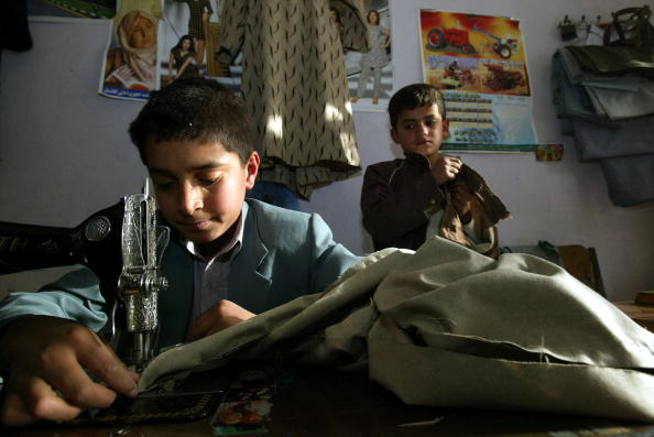 Kabul「Afghan Children Forced To Work To Make Money For Their Families」:写真・画像(0)[壁紙.com]