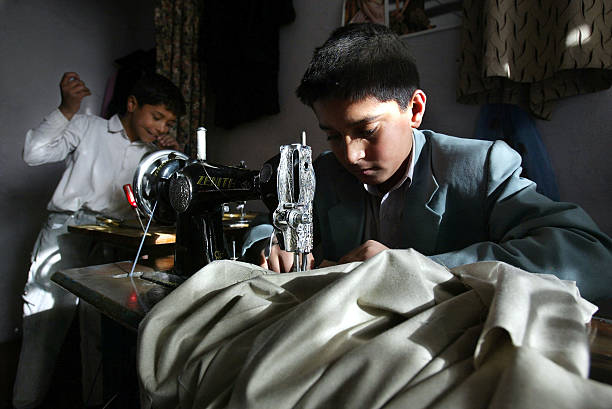 Afghan Children Forced To Work To Make Money For Their Families:ニュース(壁紙.com)