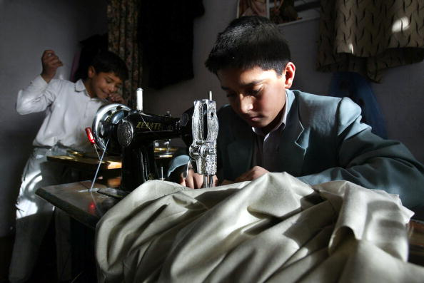 Shirt「Afghan Children Forced To Work To Make Money For Their Families」:写真・画像(9)[壁紙.com]