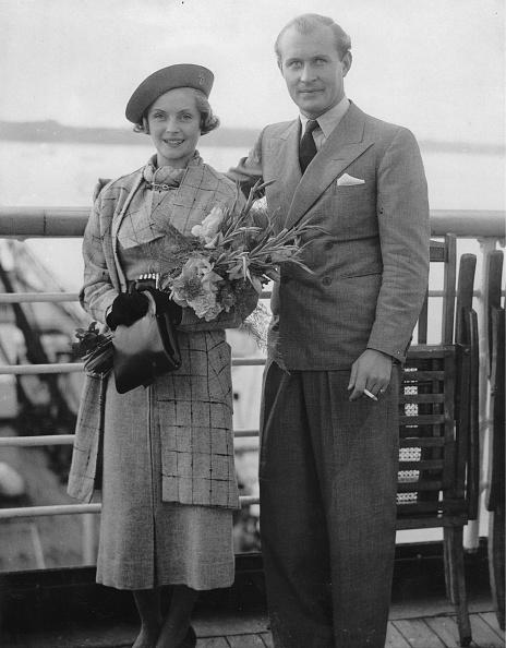 Bouquet「Actor Robert Douglas And Dorothy Hyson」:写真・画像(3)[壁紙.com]
