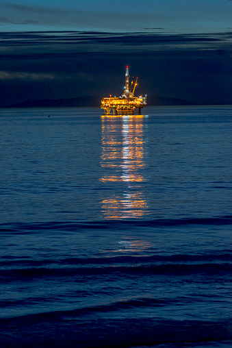 2018「Oil Rig off the Huntington Beach in California」:スマホ壁紙(8)