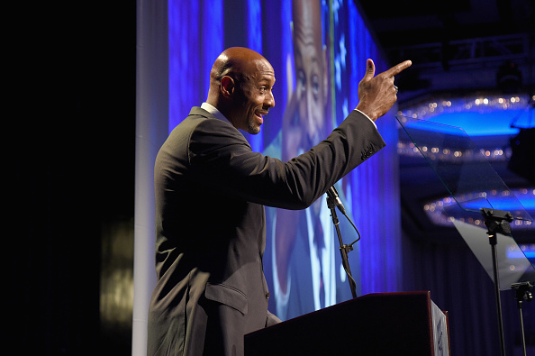 Alonzo Morning「32nd Annual Great Sports Legends Dinner To Benefit The Miami Project/Buoniconti Fund To Cure Paralysis - Dinner」:写真・画像(13)[壁紙.com]