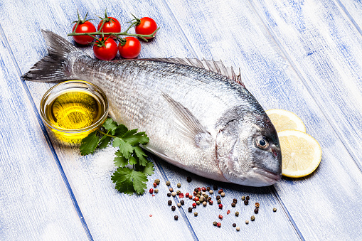 Sea Bream「Sea bream and ingredients for seasoning and cooking fish」:スマホ壁紙(13)