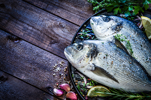 Griddle「Sea bream and ingredients for cooking and seasoning」:スマホ壁紙(7)