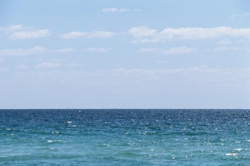 Miami Beach「Ocean horizon and sky, sunlight reflecting on water」:スマホ壁紙(16)