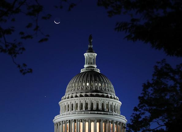 Capitol Building - Washington DC「Crescent Moon Over US Capitol」:写真・画像(16)[壁紙.com]
