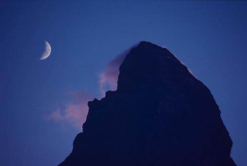 三日月形「Crescent moon and the Matterhorn」:スマホ壁紙(7)