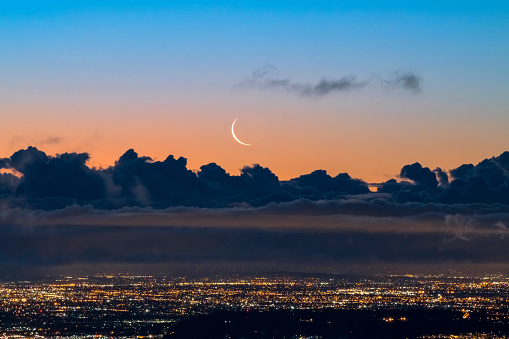 Moon「Crescent Moon Rising over Los Angeles at Dawn」:スマホ壁紙(6)