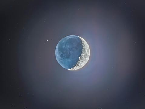 High Dynamic Range Imaging「Crescent moon with earthshine.」:スマホ壁紙(19)