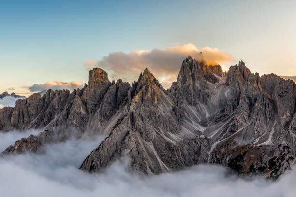 Italian alps - mountains range near the Tre Cime di Lavaredo. View from above:スマホ壁紙(壁紙.com)