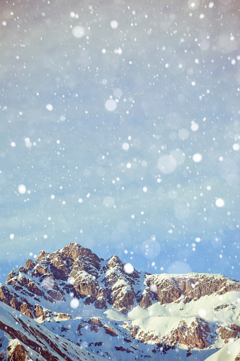雪が降る「イタリアのアルプスの雪」:スマホ壁紙(4)