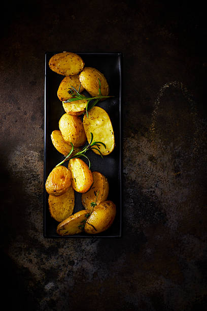 Plate of baked potatoes with rosmary on rusty metal:スマホ壁紙(壁紙.com)