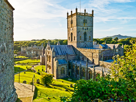 St「St David's cathedral:The Wales Coast Path in Pembrokeshire」:スマホ壁紙(15)