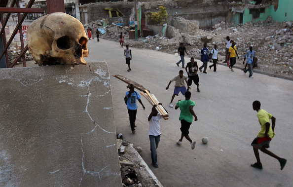 Rowing「Haitians Continue To Struggle One Month After Earthquake」:写真・画像(8)[壁紙.com]