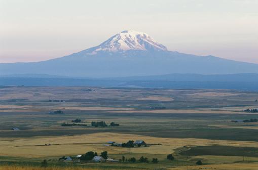 アダムス山「Mt. Adams and Farmlands」:スマホ壁紙(14)