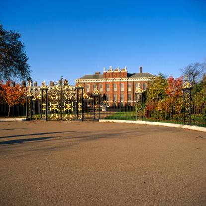 English Culture「England, London, entrance gates to Kensington Palace」:スマホ壁紙(10)